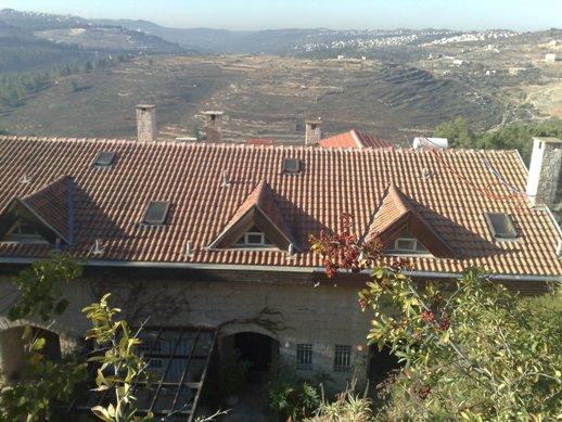 בניית גג רעפים פורטוגזי רמות ירושלים 1991